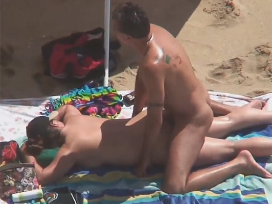 Mature couple fucking on the beaches of Formentera and recorded as a voyeur husband cum  while the woman fucks