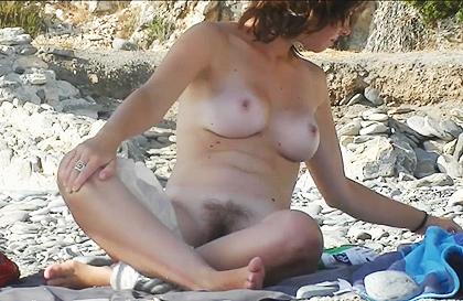 Mujer nudista filmada en la playa - Oh Sexo Tube