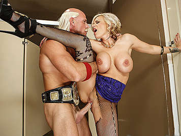 The bad cousin of Hulk Hogan, fucking a mature with big tits which enjoys a big cock that cums in her open mouth