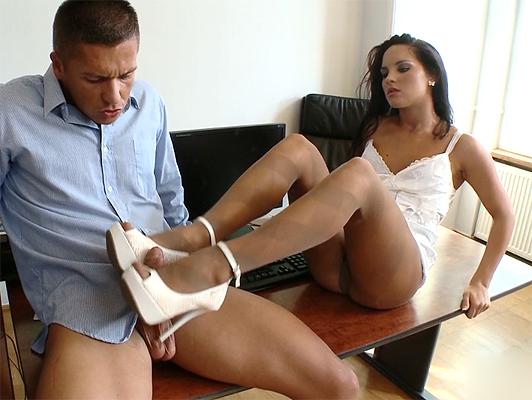 Cazzo in ufficio con una segretaria zingara rumena