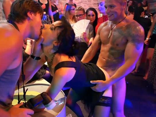 European girls fucking in orgy disco