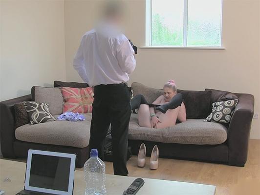 Falso casting porno per una giovane inglese che hanno bisogno di soldi da subito