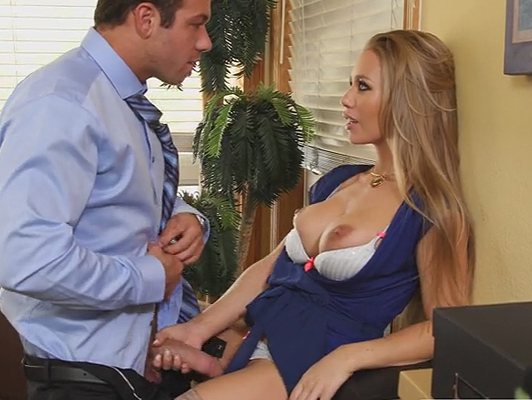 Sex in the office between the boss and his sexy secretary