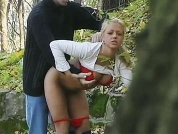 Voyeur films a couple sticking a quickie in the woods