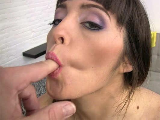 Latina Natty Mellow fucked in a homemade video POV