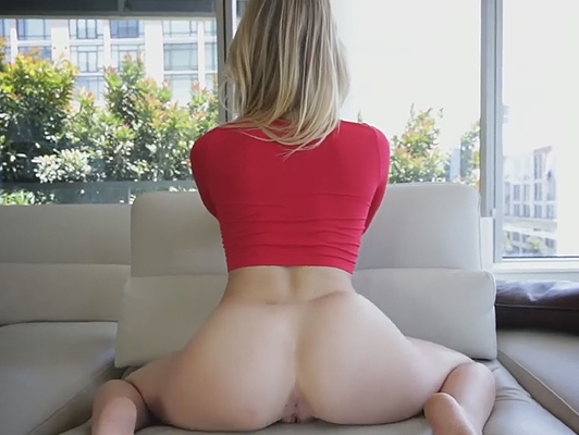 Small babe but with amazing ass
