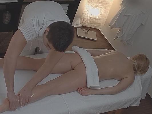 Cazzo il massaggiatore e registrato con una telecamera nascosta