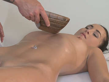 A massage ends in good sex on the massage table