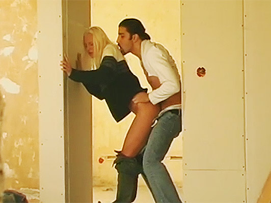 Lucky voyeur spies horny couple fucking secretly in a building under construction