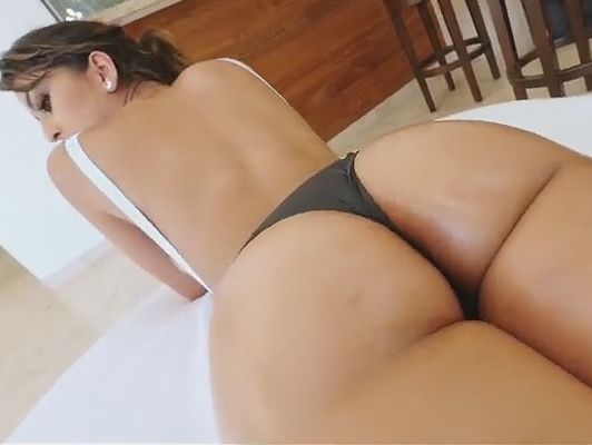 Stunning curves and ass of Sophia Leone