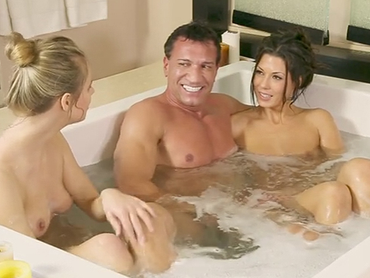 Alexa Tomas hot masseuse makes a trio in the jacuzzi