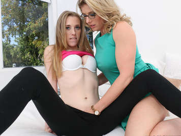 Step-mother teaching her daughter how to do a good lesbian sex