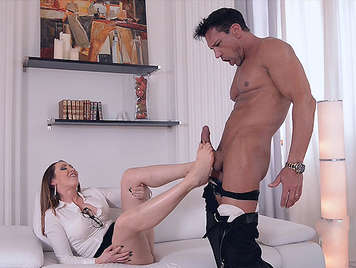 Luxuriant mature plays with a cock between the soles of her feet and her pussy