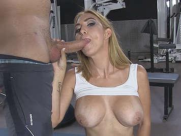 La madura tetona española Valeria Blue recibiendo un pollón hasta el fondo