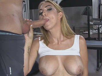 Spanish milf Valeria Blue gets her pussy ravished at the gym
