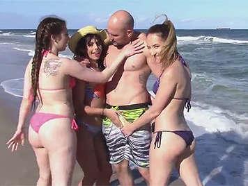 Follando con 4 chicas de la playa