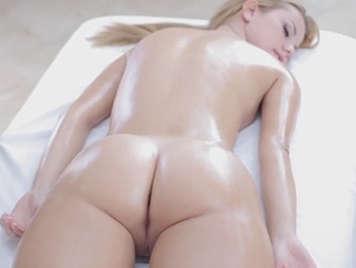 Sensual masaje con final feliz a una guapa pelirroja
