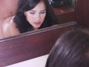 Verdammt hart vor dem Spiegel