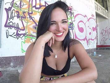 Claudia Bavel chica porta de Interviu follando en video porno en la calle