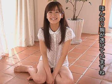 Delgada chica japonesa adolescente, folla y se corre como una fuentetragandose una buena corrida