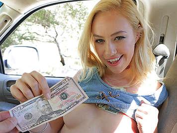 Hippie jovencita y rubia de 18 años follando por dinero