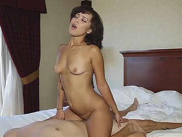sexy y delgada Ex novia follando en un hotel tragando semen
