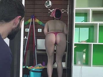 follando con la limpiadora sexy en tanga