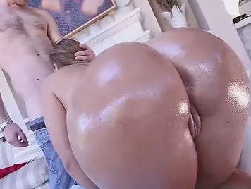 enjoying with the fat ass of klara gold
