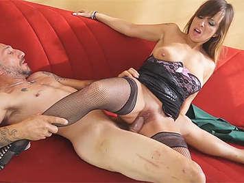 Sexo anal con una mujer madura italiana amateur
