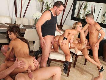 Orgy von Singles mit drei sehr heißen Nachbarn