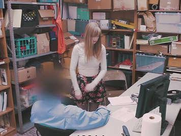 Inocente jovencita follada en el almacen y grabada en camara oculta