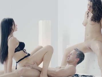 La ucraniana Nikki Waine y la rusa Sasha Rose en un erótico y glamuroso trío