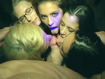 Orgy with a lot of very vicious European girls, experts doing blowjobs