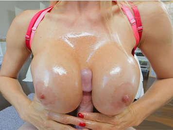 sperma auf brüsten