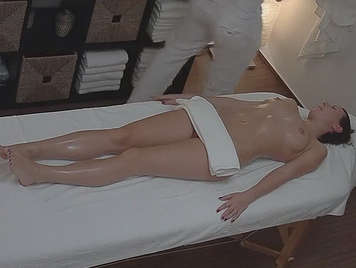 Hidden camera porn video of masseur fucking with his client