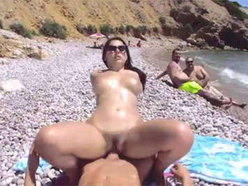 Sexo en publico en la playa a la vista de los bañistas