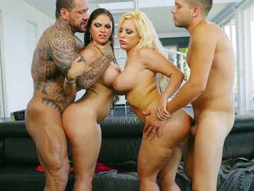 Cuarteto de sexo con dos latinas diosas del sexo culonas de grandes tetas
