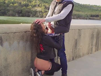 Spanish sucks cock to her boyfriend in the street.