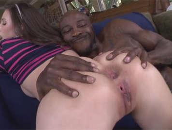 Rebentada de culo por un negro mandingo