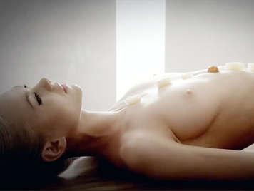 Sexo oral y bufette libre de sexo con una chica rubia de la europa oriental