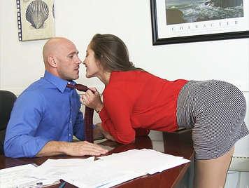 Secretaria abusando sexualmente de su jefe