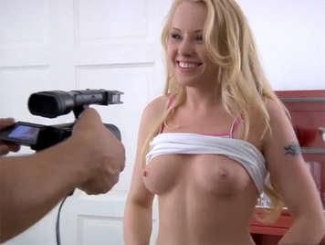 El primer cásting porno de Lola Taylor