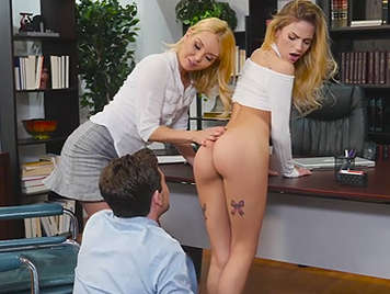 Cogiendo con su secretaria en la oficina