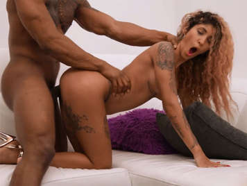 video porno interracial con la diosa Venus Afrodita