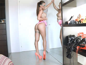 enjoying with the perfect body of Susy Gala