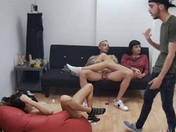 Porno amateur grabado en una fiesta liberal