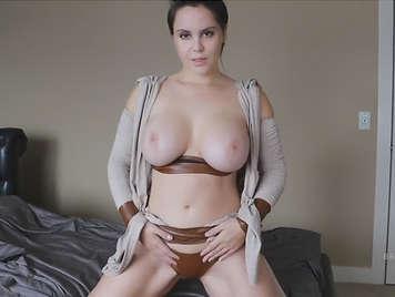 Porno casero con una chicas tetas grandes naturales.