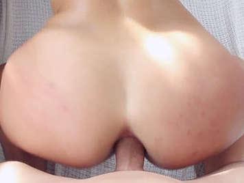 La sexy rubia Kelsie monrroe hace twerking con una polla follandole el culo