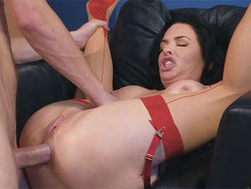 Busty mature addicted to anal sex squirts when being fucked wildly by her ass