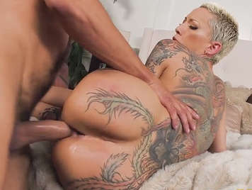 Fucking the dripping cunt of a blonde milf with amazing ass with tattooed body